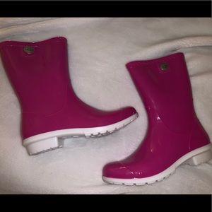 super cute pink ugg rain boots!